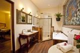 Giraffe manor - kellys bathroom
