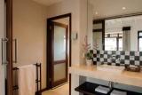 Casterbridge hollow suite bathroom