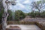 Bush lodge - luxury villa outside shower