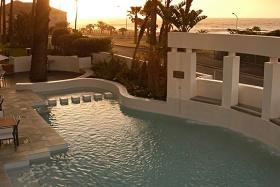 Peninsula All Suite Hotel pool