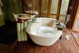 Luxurious bathroom at Jaci's Tree Lodge