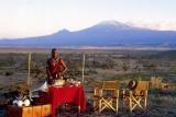 Tortilis Camp - sundowners in front of kilimanjaro