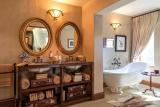 Luxury bath at kings camp