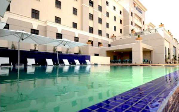 Peermont metcourt hotel emperors palace johannesburg hotel accommodation for Public swimming pools in johannesburg