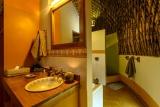 Isibindi zulu lodge bathroom