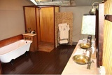 Spacious bathroom, Thakadu River Camp