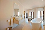 Bathroom rouge-on-rose