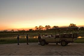Sundowner stop on game drive at Rhino Post
